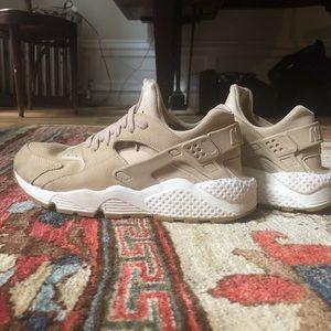 women's size 10 Nike Huarache